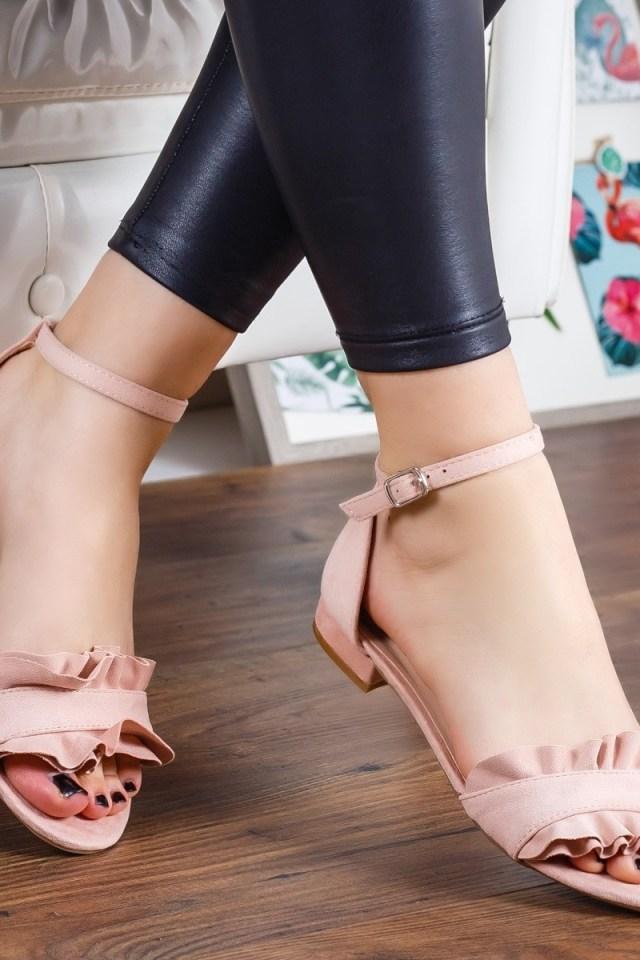 Sandale roz cu talpa joasa