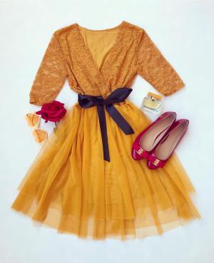Rochie scurta eleganta de culoare galben mustar din dantela cu tul