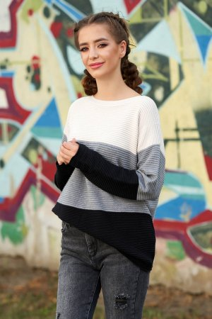 Pulover din material tricotat cu un croi larg