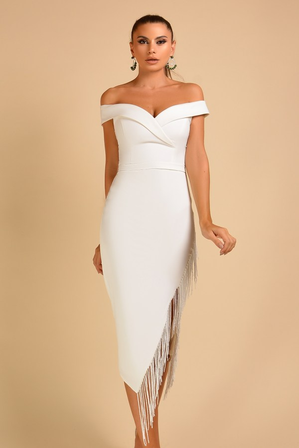 Rochie de ocazie eleganta midi alba cu decolteu adanc si franjuri