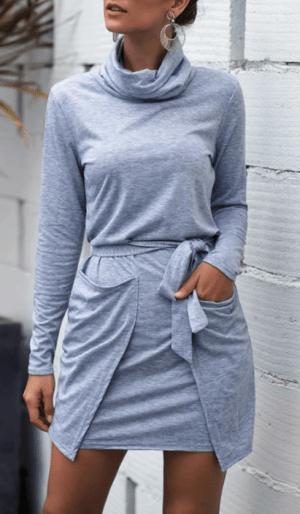 Rochie de zi scurta tip pulover cu guler inalt