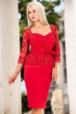 Rochie eleganta rosie midi cu dantela si decolteu patrat