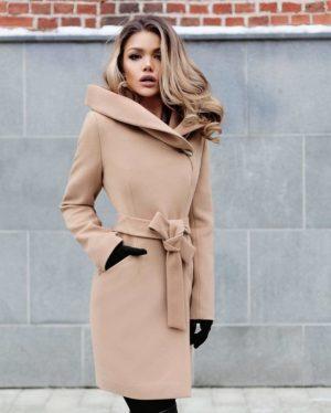 Palton dama bej scurt cambrat cu gluga din stofa