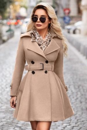Palton dama bej scurt evazat cu nasturi si cordon din stofa