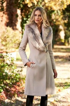 Palton dama elegant crem cu guler din blana captusit pe interior