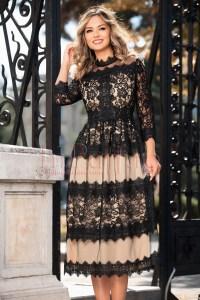 Rochie de ocazie eleganta in clos bej cu dantela neagra si tul pe deasupra