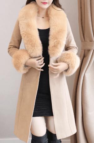 Palton elegant scurt bej cu guler din blana artificiala