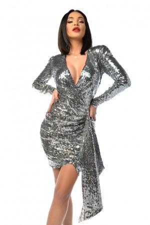 Rochie de ocazie eleganta argintie scurta cu croi pe corp si decolteu in V