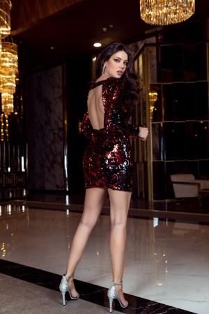 Rochie eleganta scurta cu paiete negre si rosii cu spatele gol