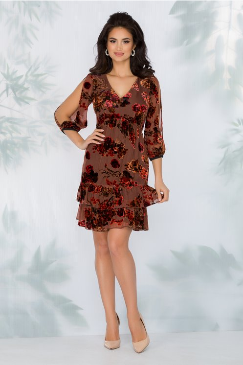Rochie maro eleganta cu insertii de flori din catifea