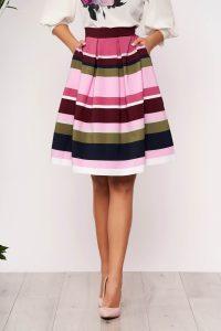Fusta eleganta scurta roz in clos din material elastic cu buzunare