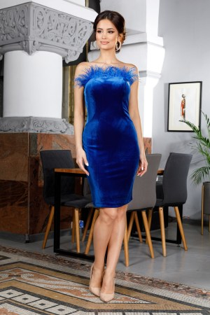 Rochie de ocazie eleganta conica midi albastra accesorizata cu pene