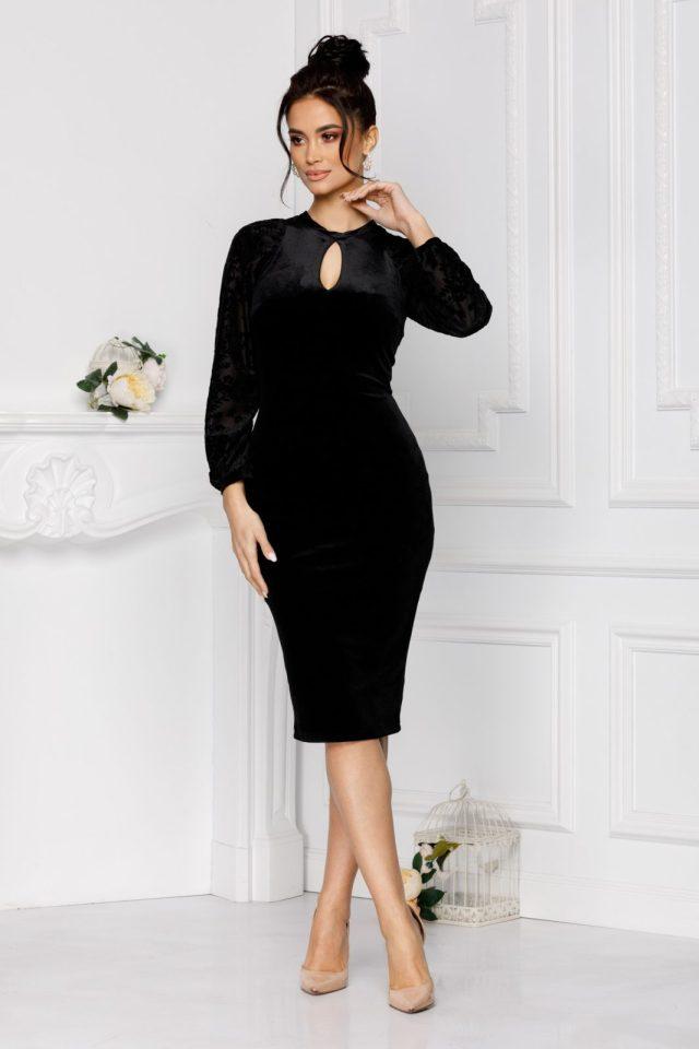 Rochie eleganta de ocazie midi cambrata din catifea neagra si maneci lungi