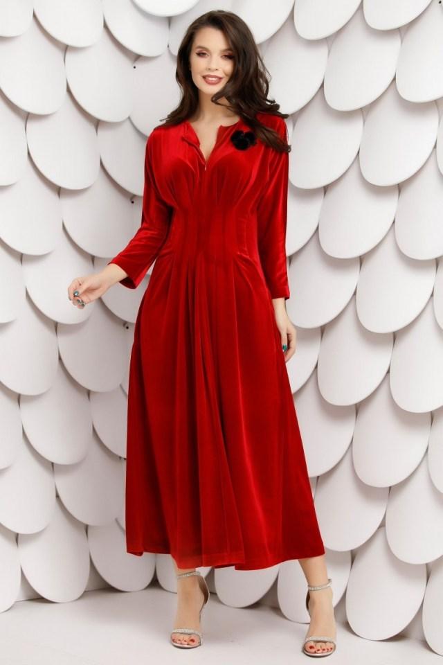 Rochie eleganta rosie din catifea in pliuri si decolteu cu fermoar