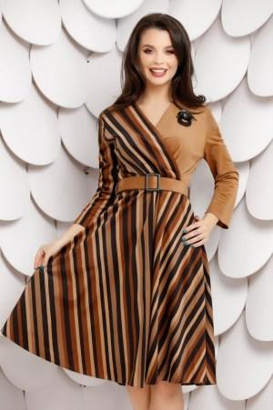 Rochie maro din tesatura reiata in dungi cu curea in talie