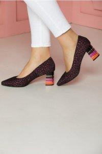Pantofi mov cu animal print si toc lacuit multicolor in dungi