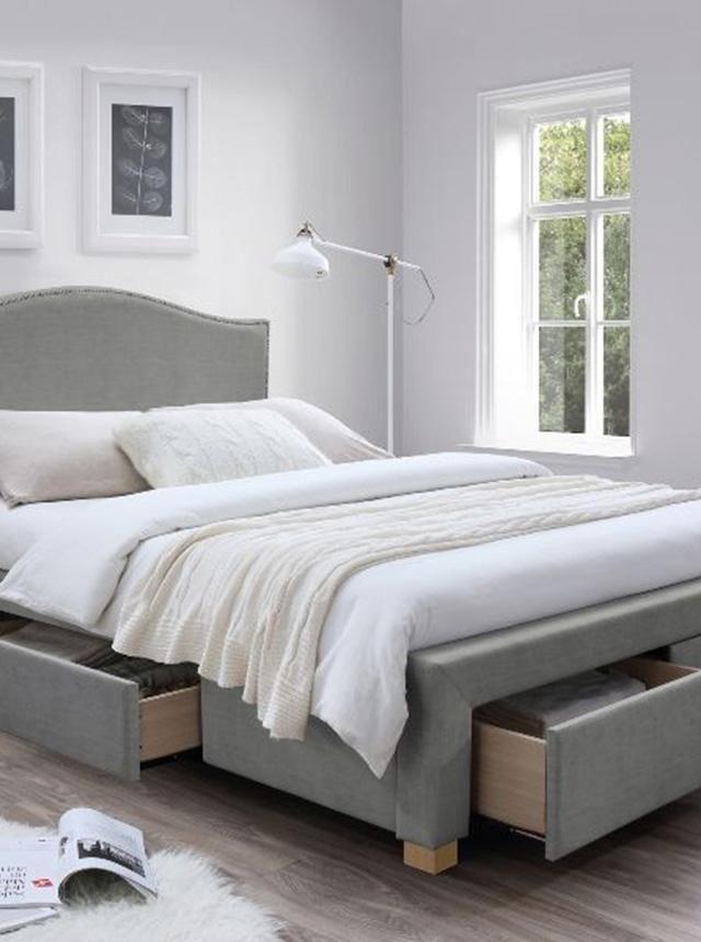 Pat dormitor gri tapitat cu 4 sertare 160x200