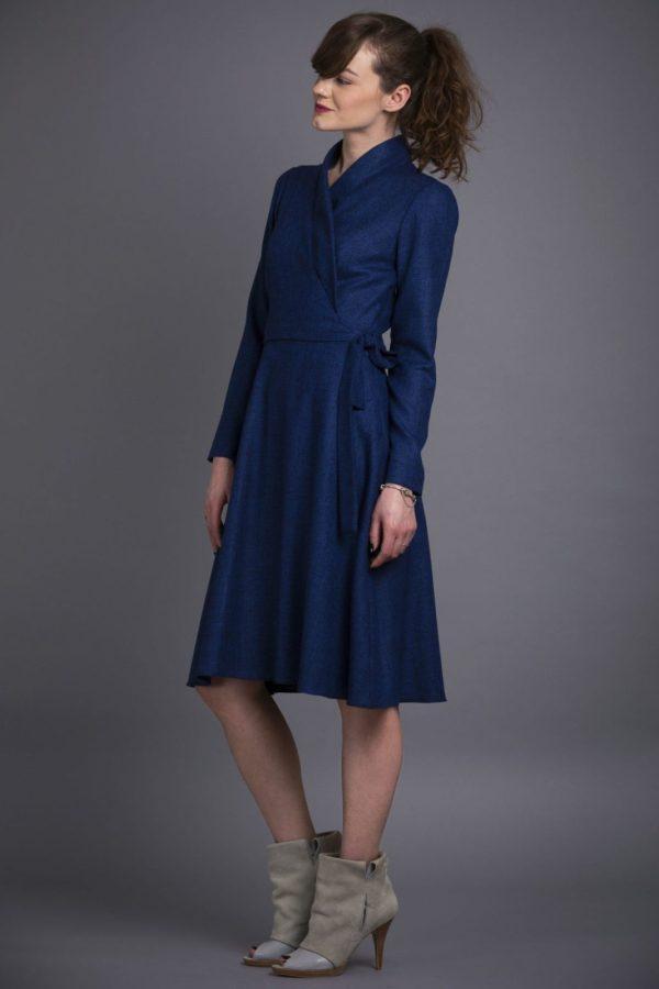 Rochie bleumarin cu bust petrecut din lana moale si fina