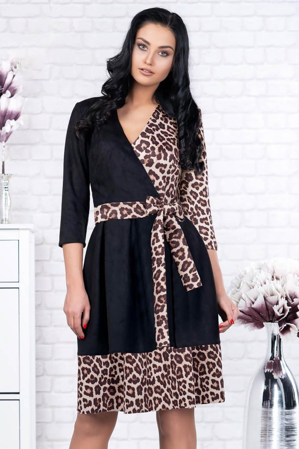 Rochie eleganta scurta neagra in clos din velur cu decolteu in v si cordon