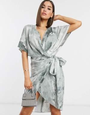 Rochie eleganta tip kimono cu imprimeu abstract