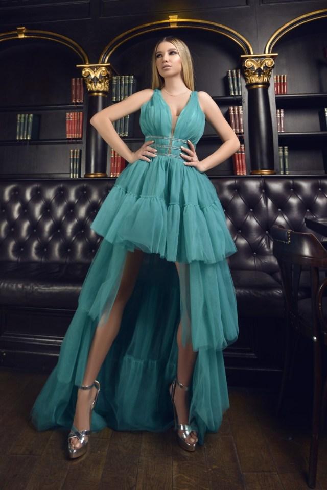 Rochie eleganta de ocazie asimetrica turcoaz in clos din tulle