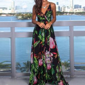 Rochie lunga eleganta cu decolteu in v si bretele subtiri si imprimeu floral coloratRochie lunga eleganta cu decolteu in v si bretele subtiri si imprimeu floral colorat