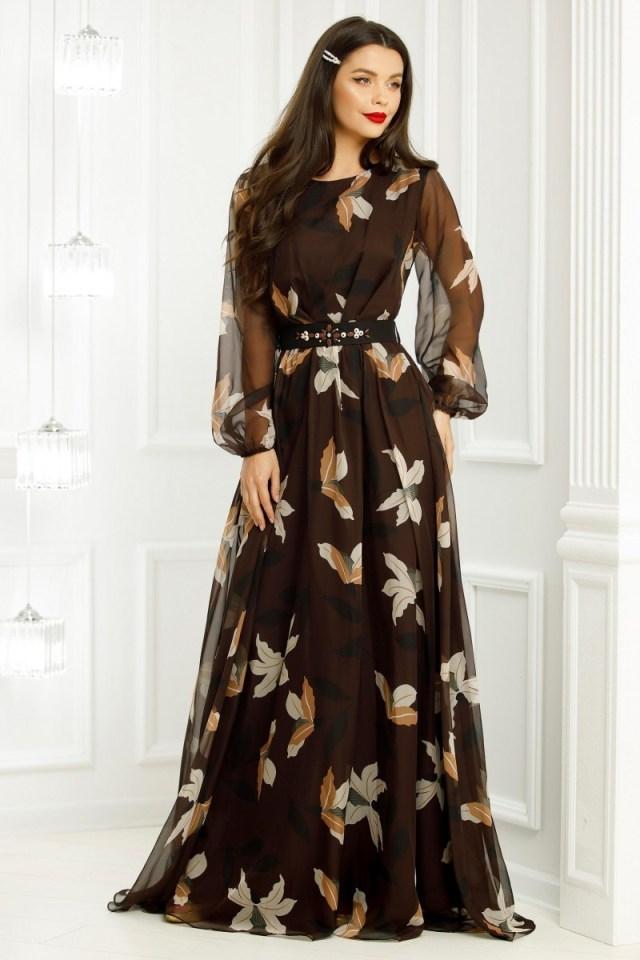 Rochie lunga maro din voal imprimat