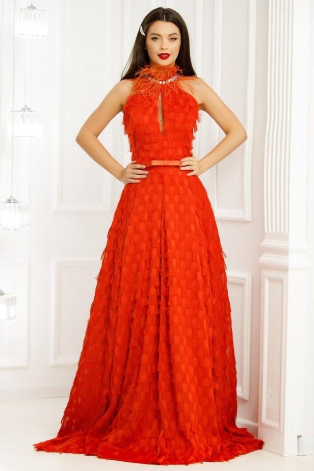 Rochie lunga portocalie decorata cu franjuri si pene