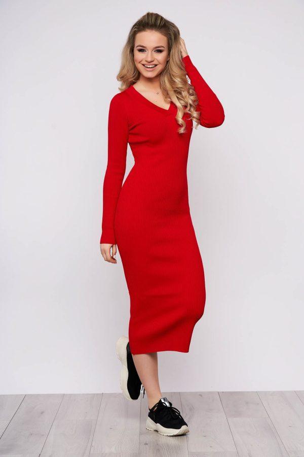 Rochie rosie casual de zi din material tricotat cu un croi cambrat cu maneci lungi si decolteu in v