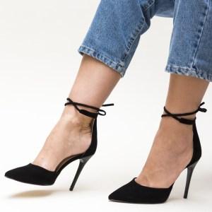 Pantofi negrii cu toc din imitatie de catifea