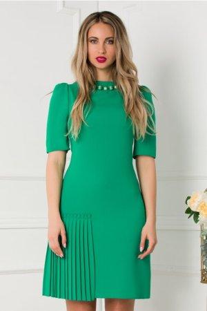 Rochie eleganta scurta verde accesorizata cu perle la decolteu