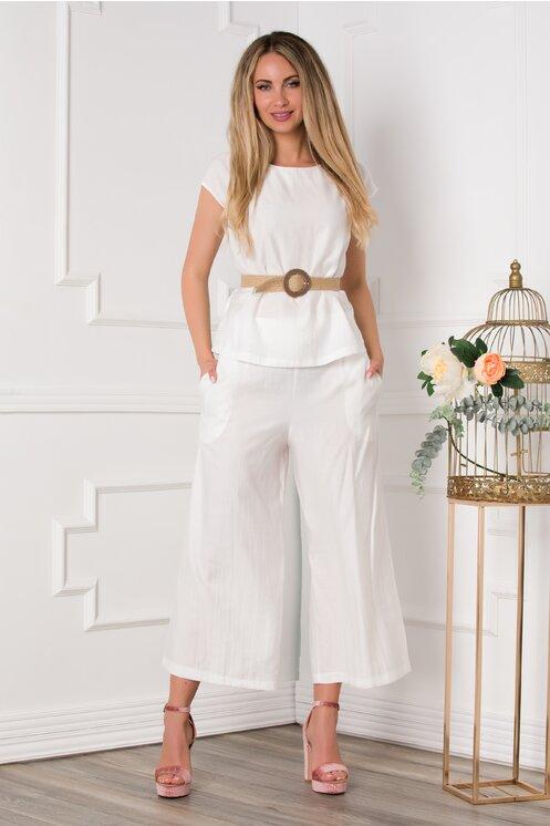 Compleu alb cu tricou si pantaloni trei sferturi evazati