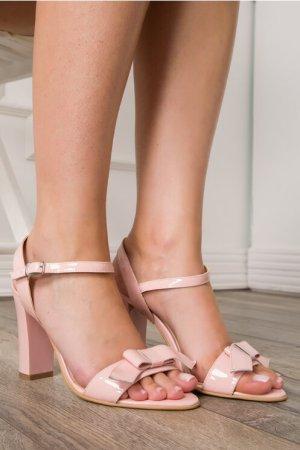 Sandale roz din piele lacuita cu fundita