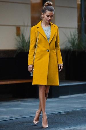 Palton dama mustar scurt drept cu un singur nasture din stofa