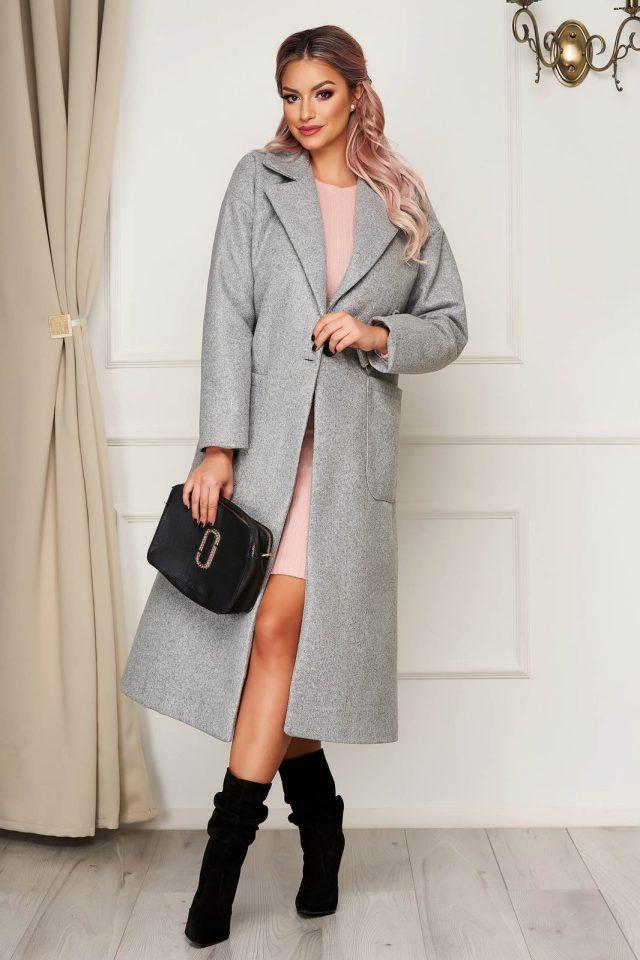 Palton elegant gri cu un croi drept din stofa neelastica cu buzunare