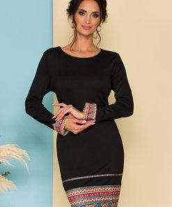 Rochie eleganta neagra cambrata cu imprimeuri traditionale