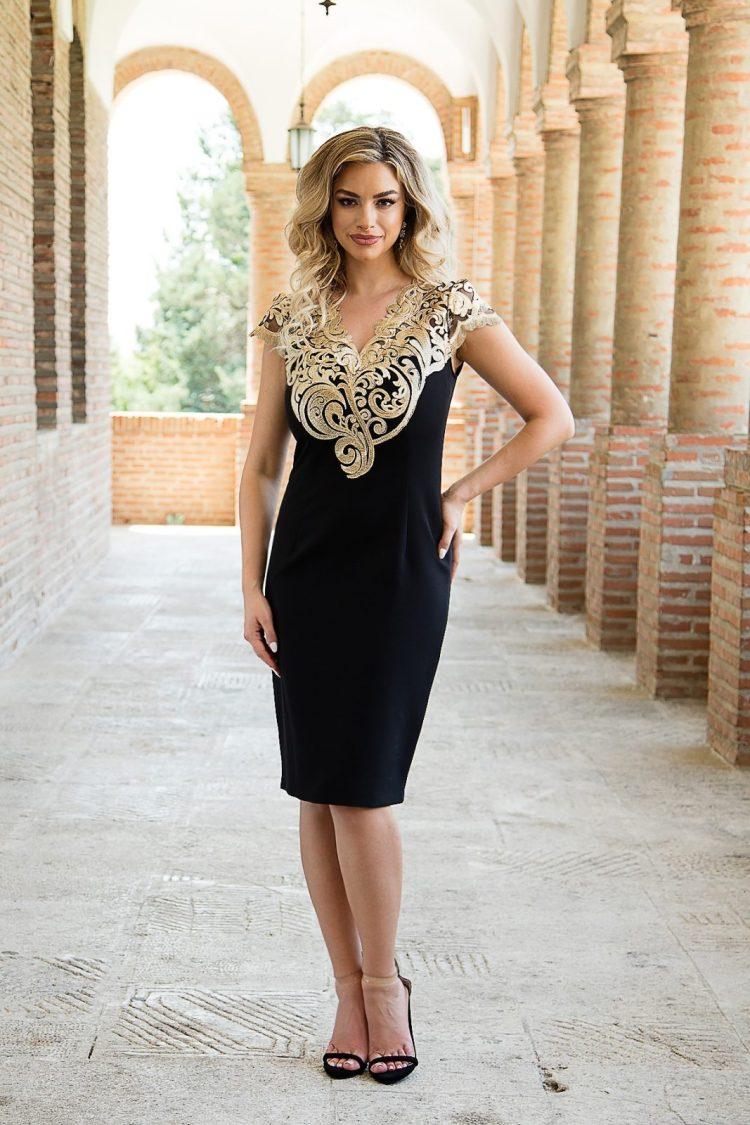 Rochie eleganta din tesatura neagra