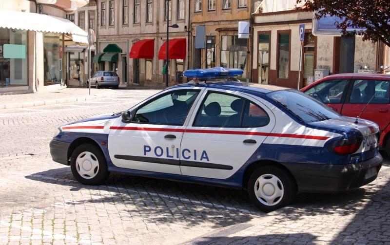 Malaga polisi olay yerinde geniş güvenlik önlemleri aldı.