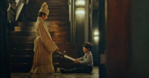 Lee GOn dan Jo Young kecil