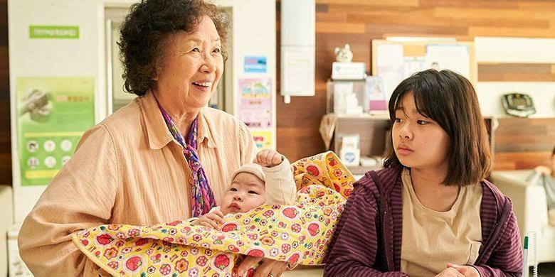Datang bersama ke klinik untuk imunisasi Jin joo