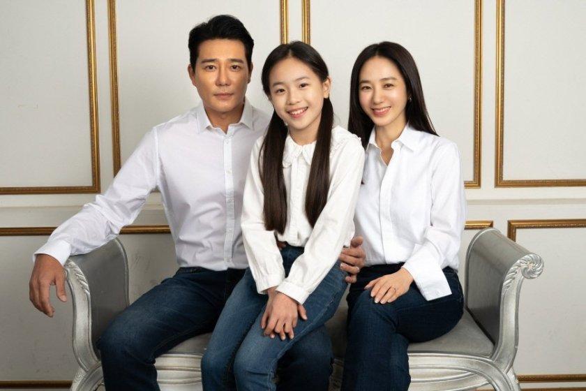 Keluarga bahagia dalam Love Ft Marriage and Divorce