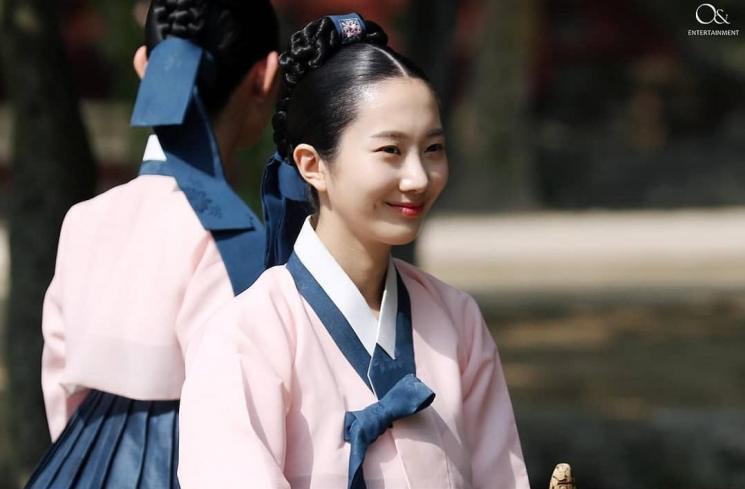chae seo eun sebagai dayang di mr.queen