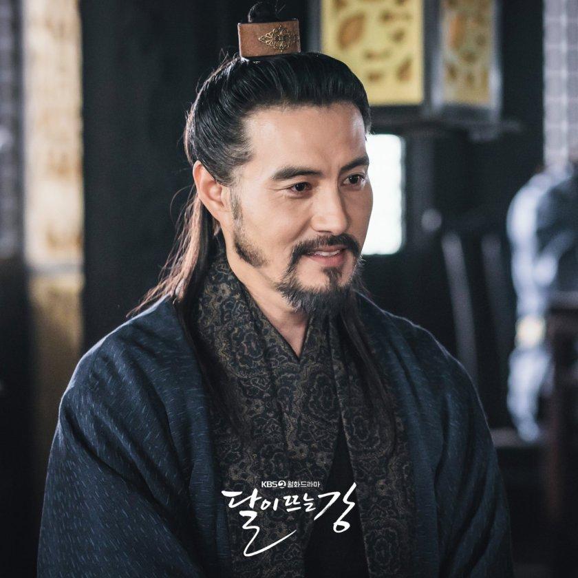 Lee Hae Young sebagai Go Won Pyo
