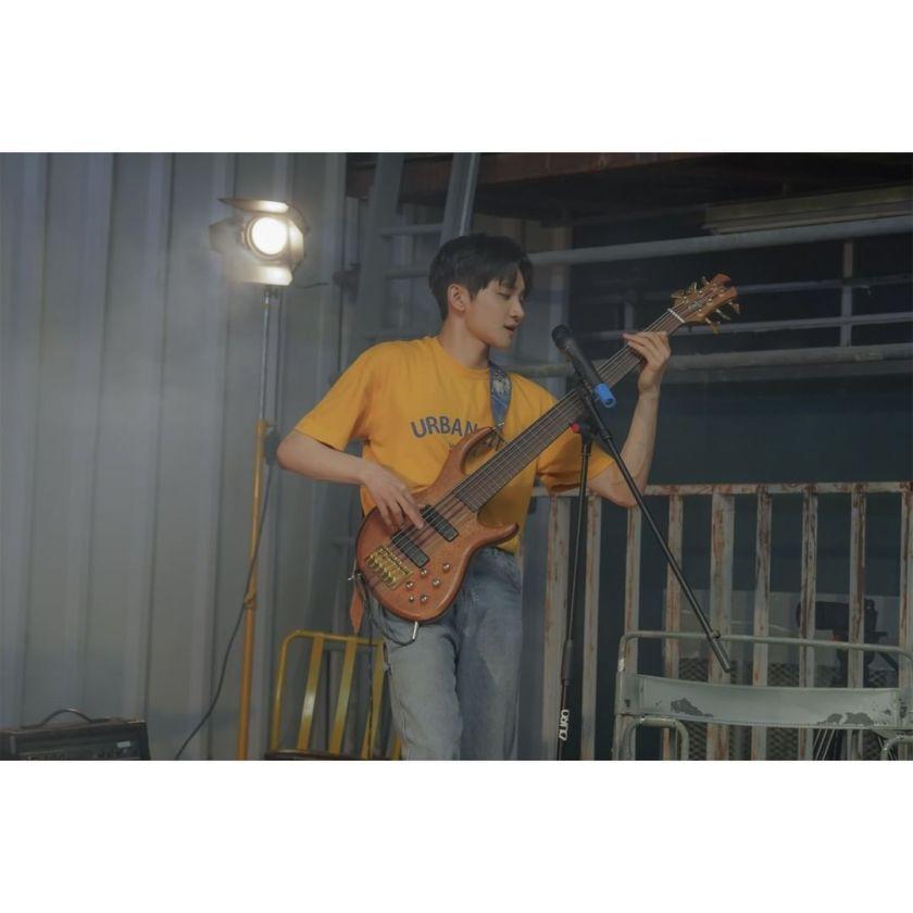 Produser dan pemain bass grup band Lucy, Cho Won Sang Sumber gambar: @band_lucy