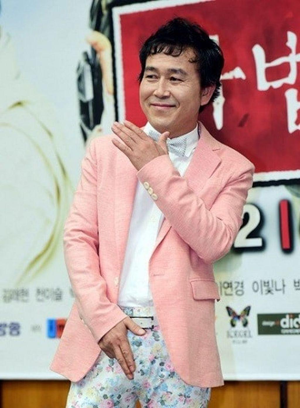 Park Choong Sun sebagai Manajer Oh
