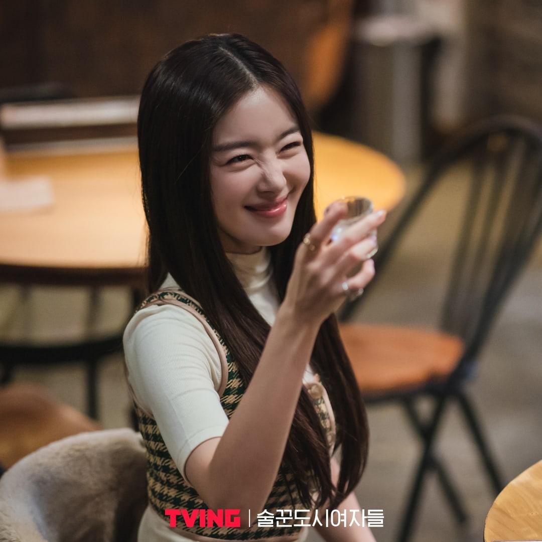 Han Sun Hwa sebagai Han Ji Yeon