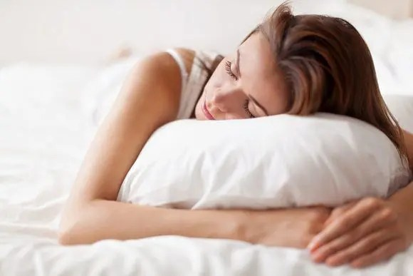 woman in a sleep position for back pain