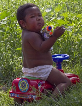 Ardi Rizal-infant chain-smoker