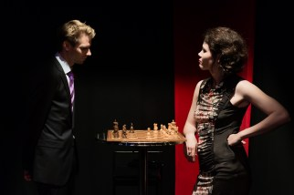Lord Goring und Laura Cheveley, Foto Alexander Zipes
