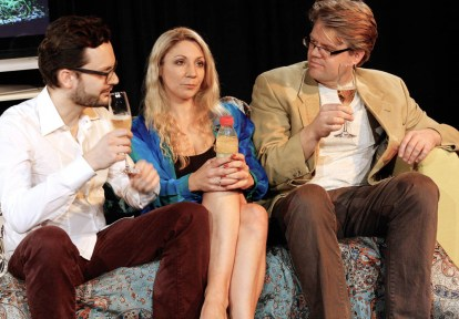 Auch Henry, Charlotte und Max gönnen sich ein Gläschen Sekt-Orange